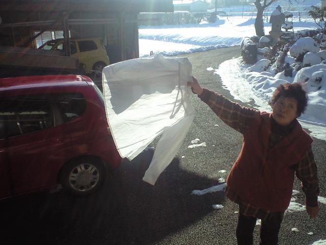 凍りついた洗濯物