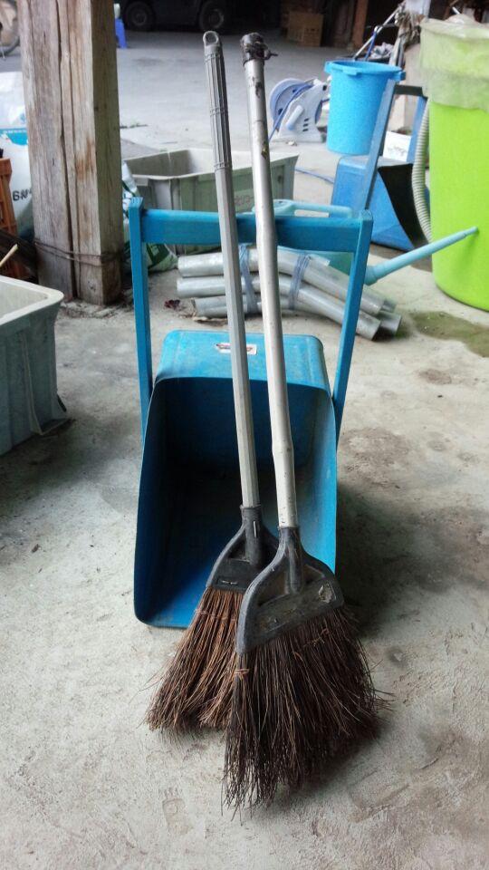 掃き掃除。